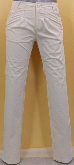 Брюки Стильные брюки прямого кроя. Посадка выше средней. Застежка на молнию и пуговицу, два кармана спереди и два сзади, шлевки для ремня. Спереди защипы, карманы оформлены декоративной строчкой, сзад