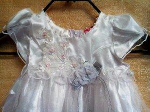 Платье нарядное с кружевом и пышной юбкой в комплекте с трусиками