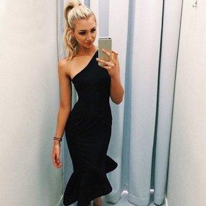 Платье-русалка на одно плечо