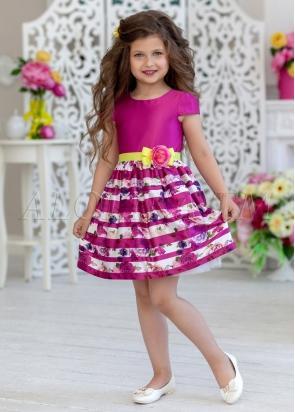 Нарядное платье из  атласной ткани  с цветочным  принтом