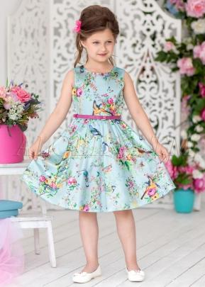 Нарядное платье из шикарной атласной ткани с изображением милых птичек, цветов и бабочек