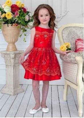 Нарядное платье из атласной ткани