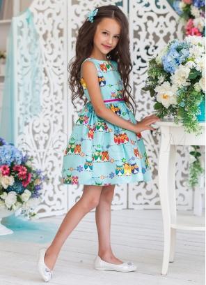 Нарядное платье из атласа с застежкой по  спине на молнию