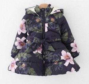 Куртка Красивая демисезонная куртка с цветочным принтом. Наполнитель: синтепух. Размерная сетка в доп. фото.