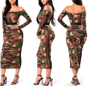 Платье спортивного типа с прозрачными вставками.