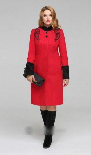 Пальто 40% шерсть, 60% вискоза Рост: 164 см. Цвет: красный. Пальто-карандаш без воротника, с винтажной объемной вышивкой, застежка потайная, сверху- 2 пуговицы сквозь петли. Внутренние карманы - в рам