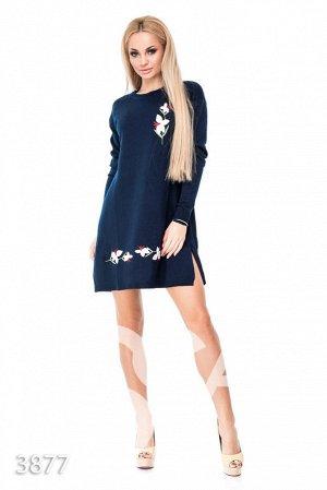 Синее платье-трапеция с цветочной аппликацией