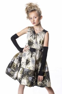 платье N*P Цена в сп 2828 https://www.100sp.ru/good/286697067 Платье полноразмерное на плотное телосложение. В комплекте идут перчатки.