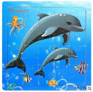 Дельфины Размер 15*15 см; 20 деталей. Деревянные пазлы для маленьких (от 36 месяцев). Для облегчения процесса сборки картинка нанесена и под съемные детали.