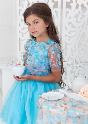 Изящное нарядное платье  для девочек из атласной ткани.