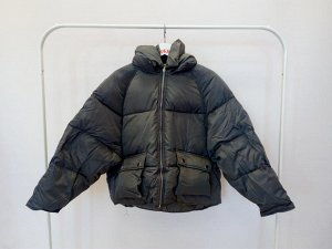 Короткая курточка с объёмными карманами