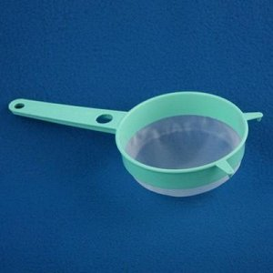 Сито 11см Сито с пластиковой ручкой. Размеры изделия: Д /Ш /В  235 /112 /50 мм, диаметр 112 мм.
