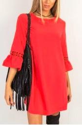 Платье прямого кроя с расклешенными рукавами средней длины Цвет: КРАСНЫЙ