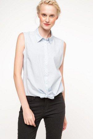 Голубая рубашка без рукава