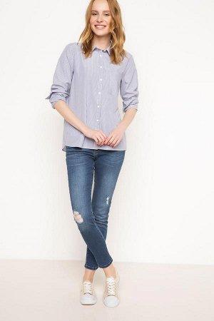 Голубая рубашка с карманом в вертикальную полоску