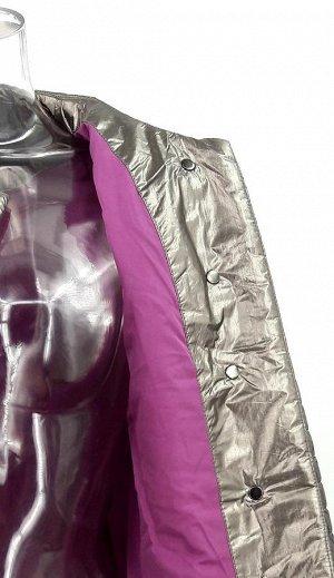 Куртка Куртка с круглым вырезом, застегивается на кнопки, дополнена поясом в тон. Удобные врезные карманы на кнопках. Куртка выполнена из легкой, прочной ткани с наполнителем из БиоПуха и оформлена го