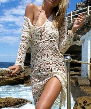 Кружевное платье с V-образным вырезом