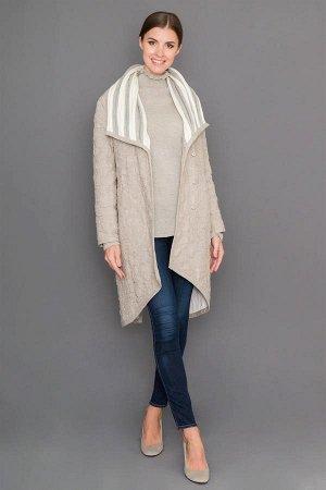 Пальто Пальто женское стеганое изготовлено из натурального вологодского льна. Изделие прямого кроя, спинка удлиненная. Пальто очень теплое, комфортное и уютное в использовании. Воротник выполнен из по