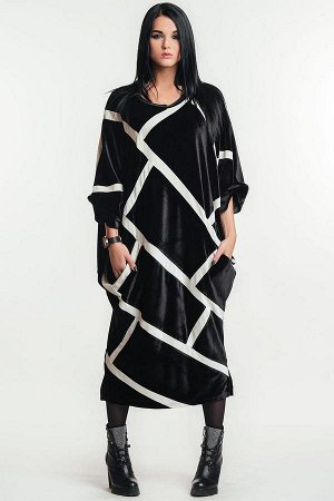 ПЛАТЬЕ Ультрамодное бархатное платье с полосками контрастного цвета. Необычный и эффектный овальный крой, округлая линия плеча, зауженный низ, цельноскроенный рукав, врезные карманы. Овальный силуэт и