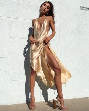 Платье длинное без рукавов цвет: КРЕМОВЫЙ