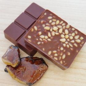 """Шоколад молочный """"кедровый орех и живица"""""""