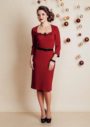 Стильное платье глубокого темно красного цвета