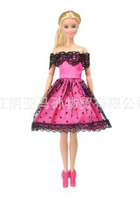 Платье розовое с черными кружевами