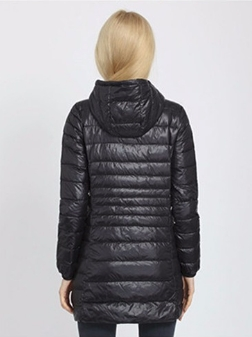 Женская удлиненная ультралегкая куртка  С КАПЮШОНОМ, цвет черный
