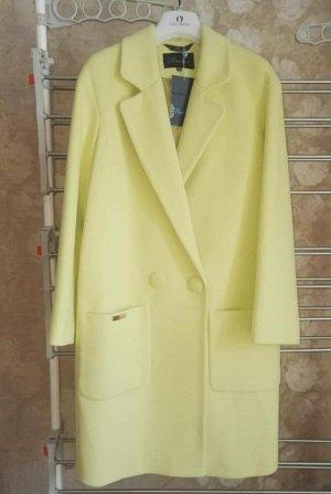 отличное пальто сочного лимонного цвета
