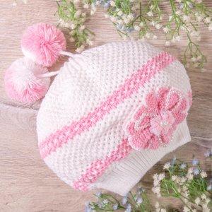 Берет вязаный с двумя бубонами, с цветком и жемчугом, белый с розовым