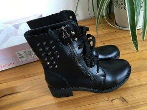 Шикарные кожаные ботинки с клёпками
