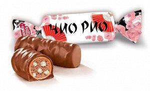 Чио Рио Конфеты изготавливаются в виде небольших продолговатых батончиков, покрытых мягкой карамелью и молочным шоколадом, а в качестве начинки используются какао-масло, воздушный рис и сахарная пудра