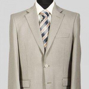 Костюм Сезон: демисезонные. Модель: костюм. Цвет: бежевый. Комплектация: пиджак, брюки, вешалка. Состав: шерсть-20%, вискоза-40%, полиэстер-40%. Бренд: Svyatnyh. Фактура: узор. Посадка: классическая.