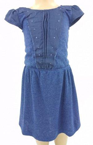 Платье Легкое трикотажное платье на резинке с подкладом. Материал верха: 60% полиэстер, 37% вискоза, 3% эластан; подклад: 100% полиэстер.