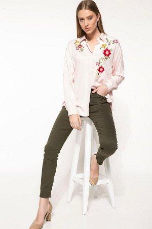 Розовая рубашка с вышивкой