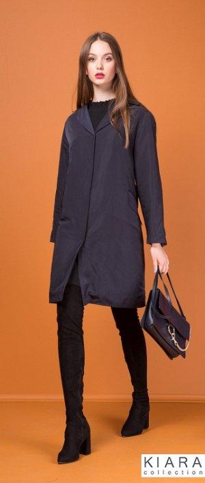 ЦВЕТ: СИНИЙ!!! Пальто женское, из плащевки, полуприлегающего силуэта, длиной до колена, рукава длинные, воротник пиджачного типа. Перед с центральной застежкой на пришивные кнопки, в вытачках прорезные карманы и клапаны. Пальто со съемной утепляющей подст