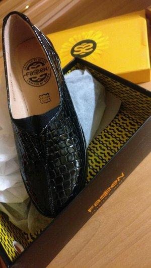 Туфельки черные лакированные на стопу 23,5-24см.
