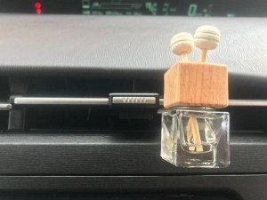 Крепление Комплект фурнитуры для крепления флакона с деревянной крышкой на дефлектор воздуховода.