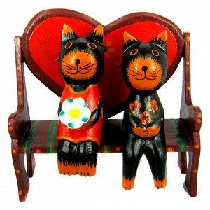 Кошки на скамейке статуэтка, дерево 20х19см
