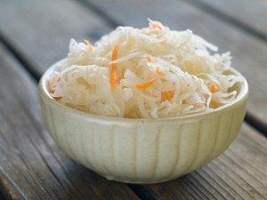 Капуста квашеная белокочанная с корнишонами и морковью, 500гр В ВАКУУМЕ