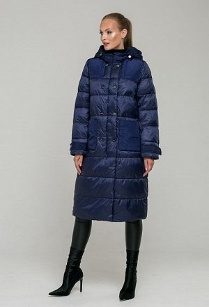 Пуховик MONACO BLUE(синий)  Модель представлена в чрезвычайно комфортном фасоне оверсайз с комбинированной тканью. Пальто декорировано массивными накладными карманами и крупной горизонтальной стежкой.