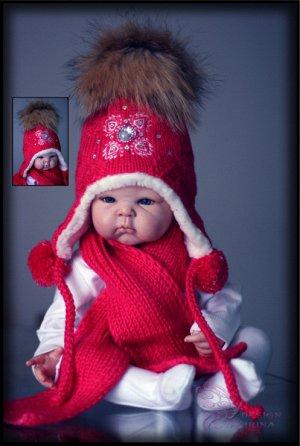 """Вязаный набор для малышки """"КАМЕЯ"""" (фукс).. с помпоном из натурального енота+шарфик"""