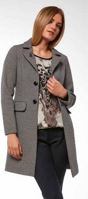Полупальто Классное пальто, красивая брошь (второе фото).