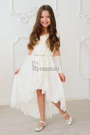 Платье Нарядное платье из атласа и шифона. Атласная юбка, облегающего силуэта, сверху драпировка и воланы из шифона, переходящие в красивый, струящийся шлейф. Украшение на талии может отличаться от пр