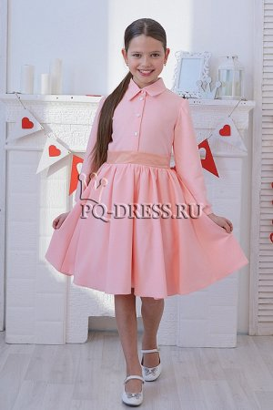 Платье Элегантное платье с пышной юбкой за счет подъбника-сетки и подчеркнутой талией. Платье застегивается спереди на пуговицы, сзади завязывется на поясок.Материал вискоза, состав полиэстер***размер