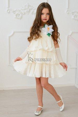 Платье Нарядное платье из гофрированного атласа с атласным подкладом. Цветок на платье съемный. По спинке молния. Материал: атлас. Состав: 100% полиэстер. Особенности ухода за гафрированной тканью: пр