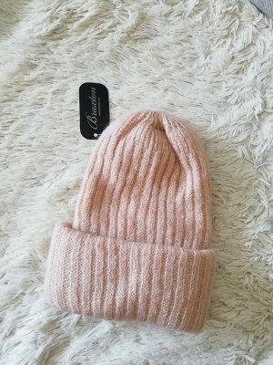 Объёмная вязаная шапка