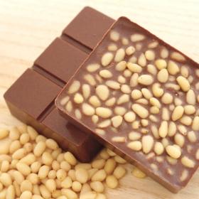 """Шоколад молочный """"кедровый орех и ваниль"""""""