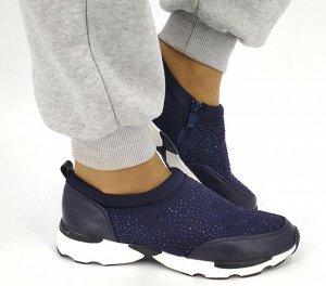Кроссовки Кроссовки выполнены в популярном стиле спорт-шик. Модель без шнурков, на молнии сбоку. Украшения в виде страз. Материал - неопрен.  Кроссовки маломерят на 0,5 размера.
