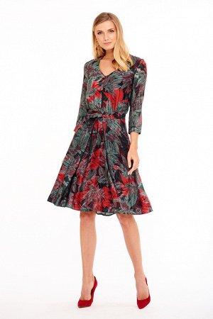 Платье с красными цветами